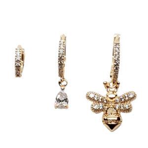 Σετ από τρία σκουλαρίκια κρικάκια σε χρυσό χρώμα με μελισσούλα και μονόπετρο διακοσμημένα με λευκά ζιργκόν.